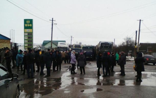 У Миколаївській області продовжують блокувати трасу