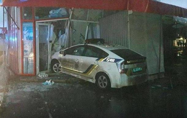 В Харькове авто полиции врезалось в магазин