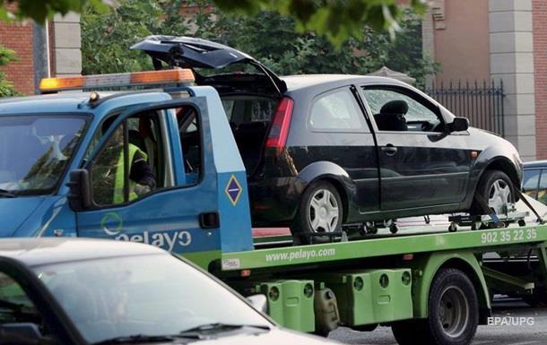Неправильно припарковані автомобілі будуть евакуйовувати