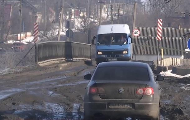 После протестов местных жителей начался ремонт трассы под Николаевом