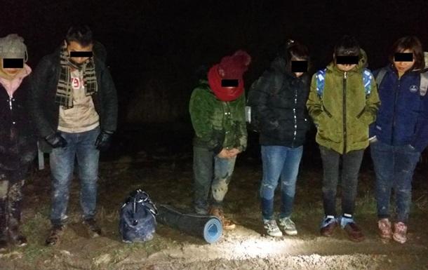На кордоні з Угорщиною затримали шість нелегалів