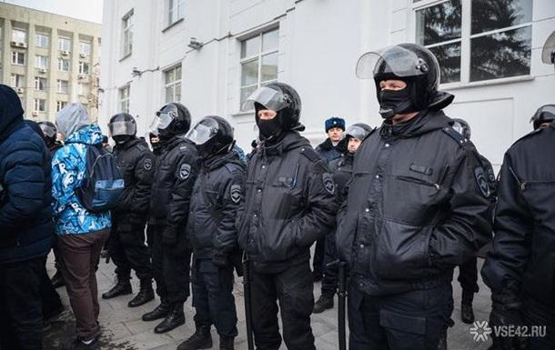 Влада Кемерова два дні не знімає оточення з центральної площі