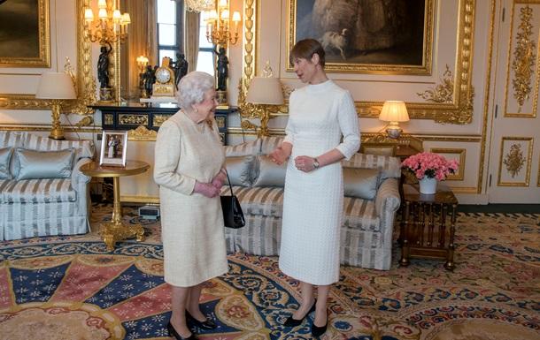 Президент Эстонии подарила королеве Британии баночку необычного меда