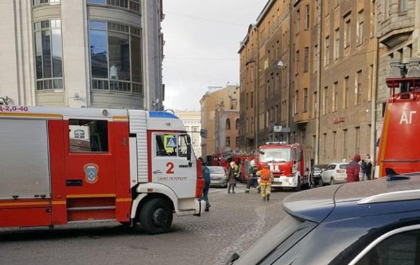 В Санкт-Петербурге загорелся торговый центр