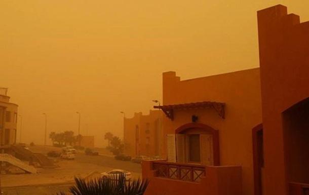 Піщана буря в Єгипті паралізувала транспорт