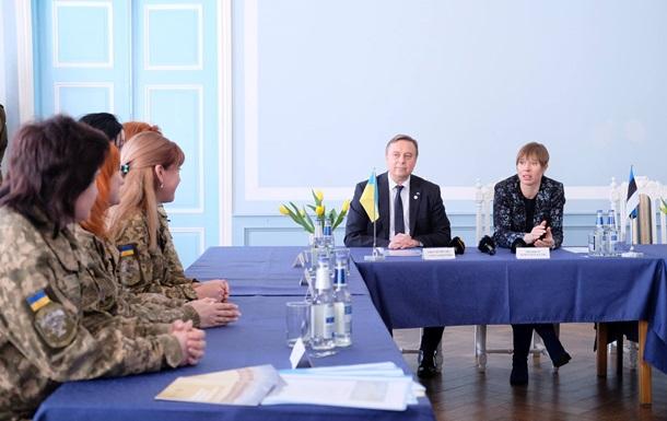 Президент Естонії зустрілася з військовими медиками з України