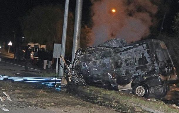 У Туреччині розбився мікроавтобус: загинули 17 нелегалів