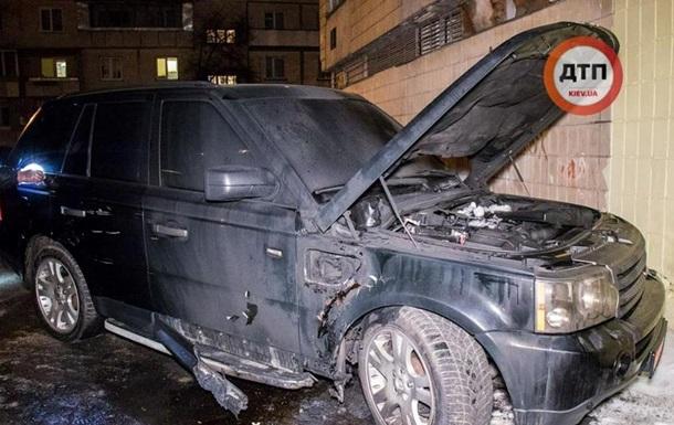 В Киеве взорвали Range Rover, водитель ранен