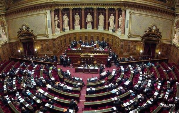 У Франції звільнять третину депутатів і сенаторів