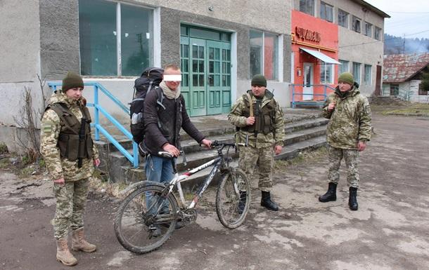 Прикордонники затримали німця-нелегала на велосипеді
