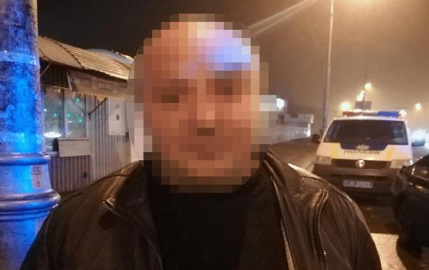 В Киеве полиция задержала мужчину с гранатой и пистолетом