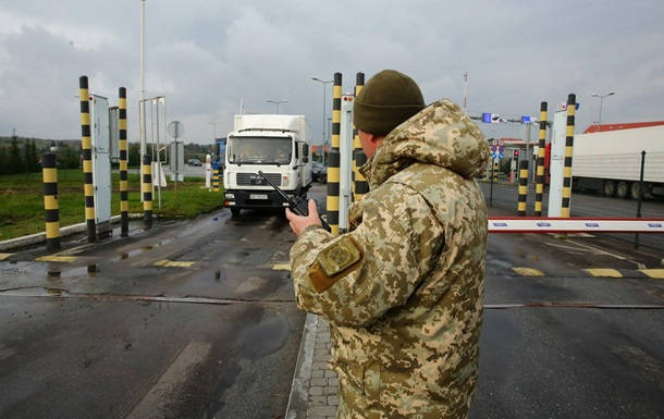 На кордоні з Польщею утворилися великі черги