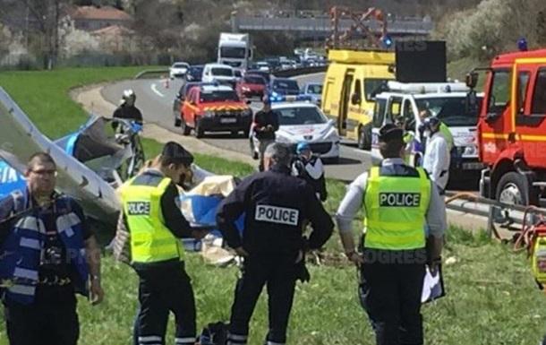 У Франції літак впав біля шосе: дві жертви