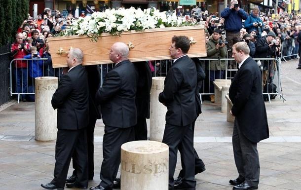 У Кембриджі поховали Стівена Хокінга