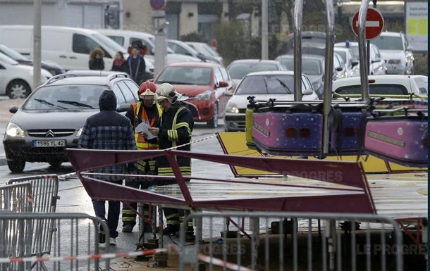 Авария на карусели во Франции: один погибший, четверо пострадавших