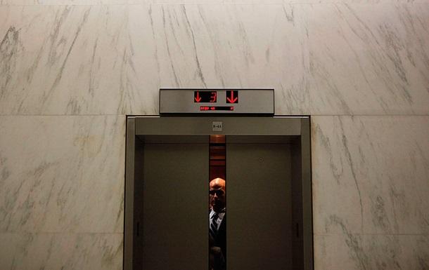 У багатоповерхівці Києва впав ліфт з людиною всередині