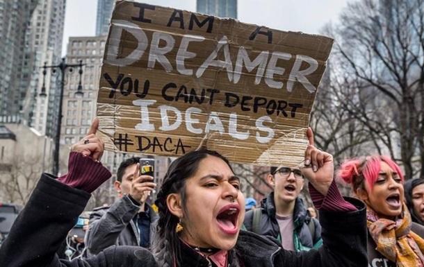 Трамп відкинув можливість укладення угоди щодо DACA і пригрозив Мексиці