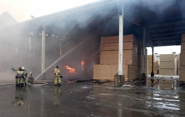 В РФ пожар на крупнейшем заводе тушили больше суток