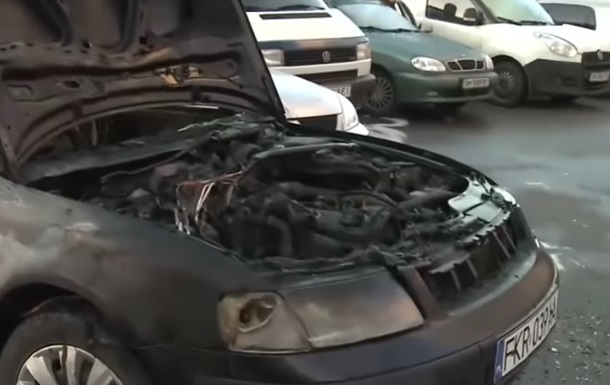У Києві за ніч згоріли п ять авто
