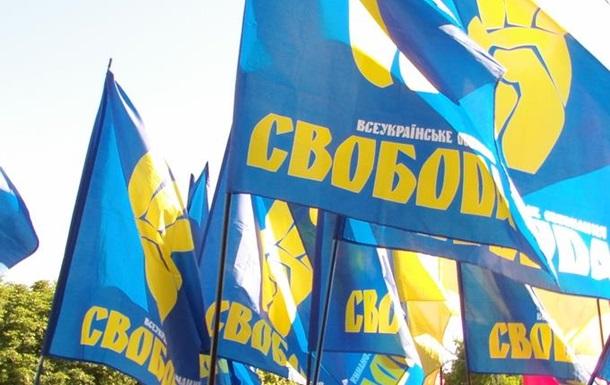 Тепер хіба лінивий не «бореться» з корупцією. ВО  Свобода  вийшла на Майдан.
