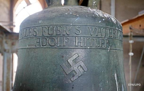 В Германии неизвестный стер в церкви свастику с  колокола Гитлера