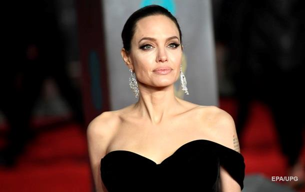 ЗМІ заявили про захоплення Джолі одруженим актором