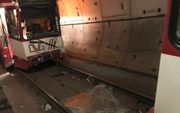 В Германии в метро столкнулись два поезда: 35 пострадавших