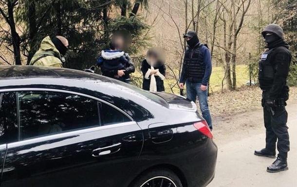 На границе с Румынией поймали воровку, сбежавшую из суда в Киеве
