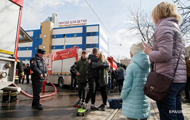 В Москве потушили пожар в торговом центре