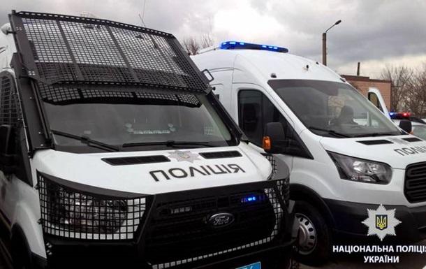 Украинская полиция получила катера и автомобили