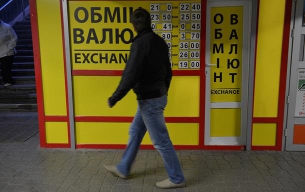 Українці значно збільшили продаж валюти