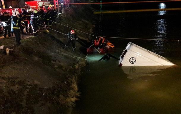 В Румынии автобус упал в реку, есть жертвы
