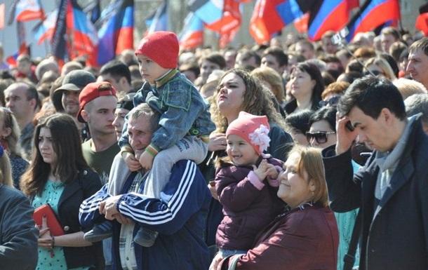В Донецке вышли на марш в  годовщину  ДНР
