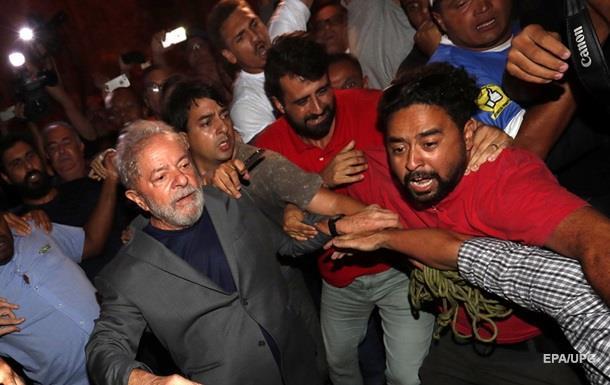 Осужденный экс-президент Бразилии сдался властям