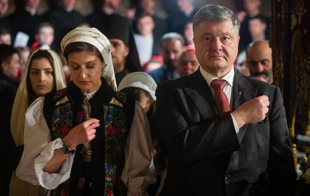 Порошенко з дружиною помолилися за Україну