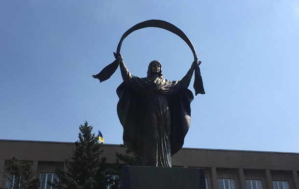 В Кривом Роге на месте Ленина установили Покрову