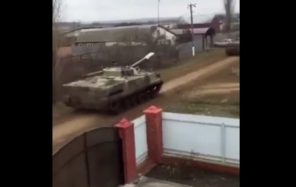 Журналист сняла движение техники РФ к украинской границе