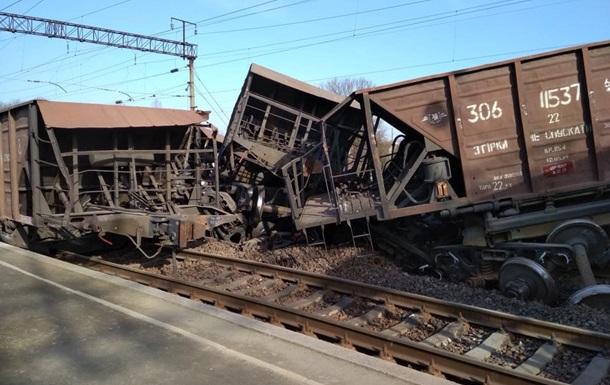 Под Львовом масштабная авария: перевернулся поезд