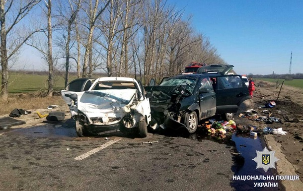 Под Харьковом столкнулись два авто, есть погибшие