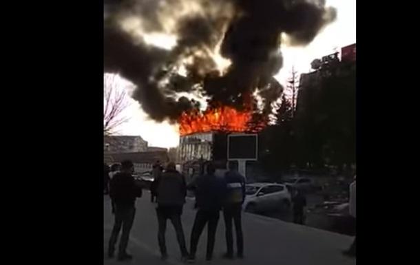 В российской Самаре возле ТРЦ начался пожар