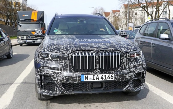 Салон кроссовера BMW X7 показали на фото