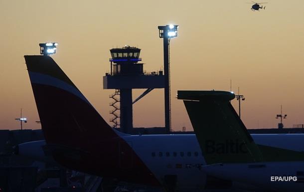 В Германии военный вертолет врезался в башню аэропорта