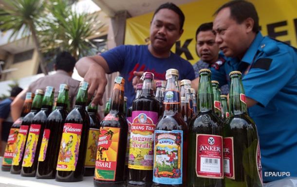 В Індонезії від отруєння алкоголем загинули понад 90 людей