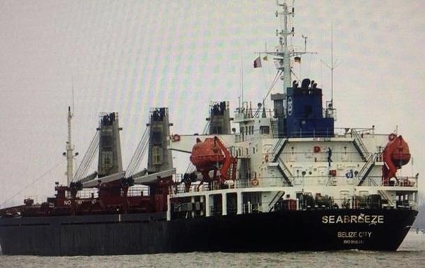 В РФ отрицают, что арестованное в Южном судно везло песок на Крымский мост