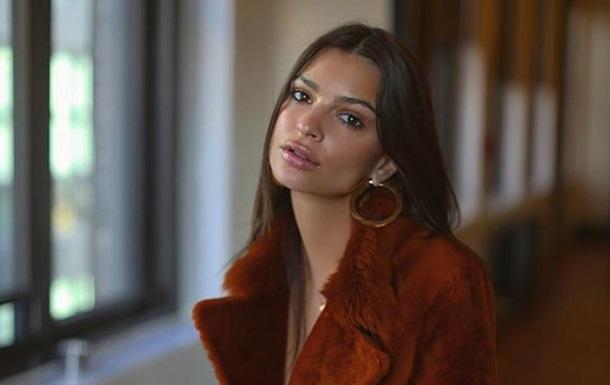Емілі Ратаковські в пікантному одязі вклала мережу