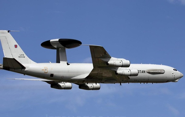 Самолет НАТО провел разведку у границ Сирии