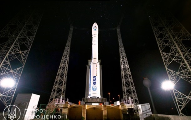 Порошенко і Турчинов привітали працівників ракетно-космічної галузі