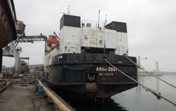 У Чорноморську моряк забарикадувався в рубці, вимагаючи зарплату