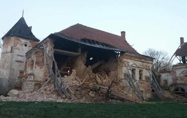 У Львівській області обвалилася стіна в Поморянському замку