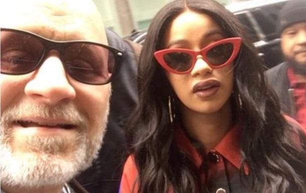 Отец сделал селфи с хип-хоп-звездой не имея понятия, кто она